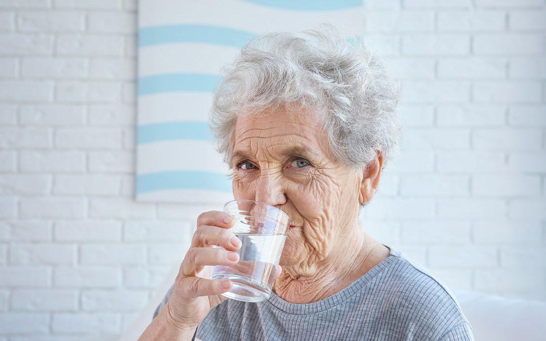 Cuidado com a hidratação na terceira idade