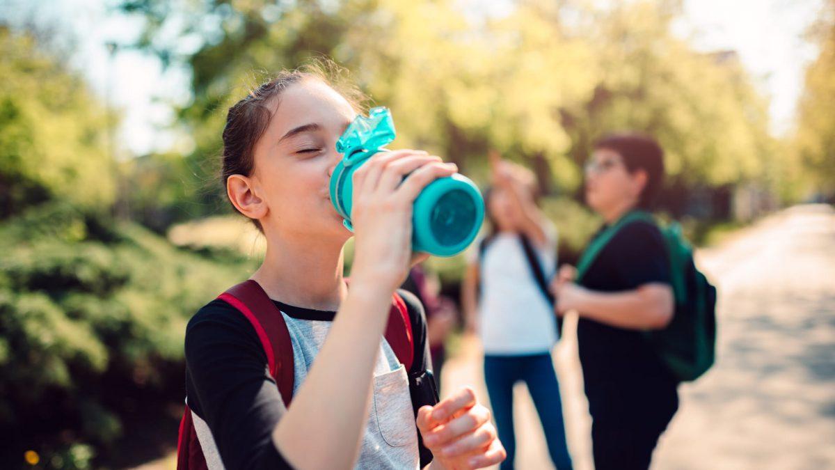 4 cuidados que as escolas devem ter com a água dos alunos