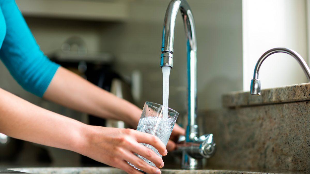 Qual é e no que interfere a presença de cloro na água potável